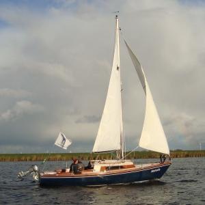 De verhuur van deze zeilboot voor het IJsselmeer